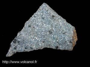 Basalte massif issu d'une coulée de lave à la Guadeloupe