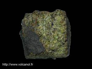 Péridotite en nodule (Chaine des Puys - Massif Central Français)
