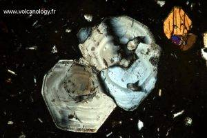 Plagioclases (vu au microscope polarisant)