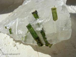 Verdelite (tourmaline verte variété Elbaite) sur quartz - Minas Gerais Brésil