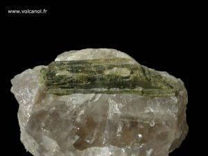 Verdelite (tourmaline verte variété Elbaite) sur quartz fumé - Finlande