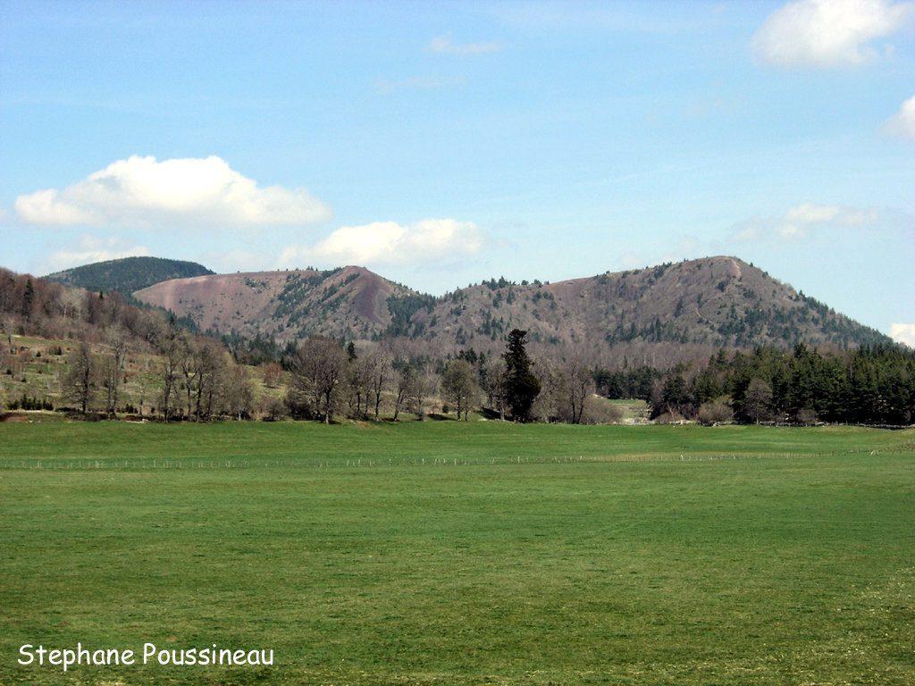 Le puy de la Vache et de Lassolas dans la Chaine des Puys en Auvergne