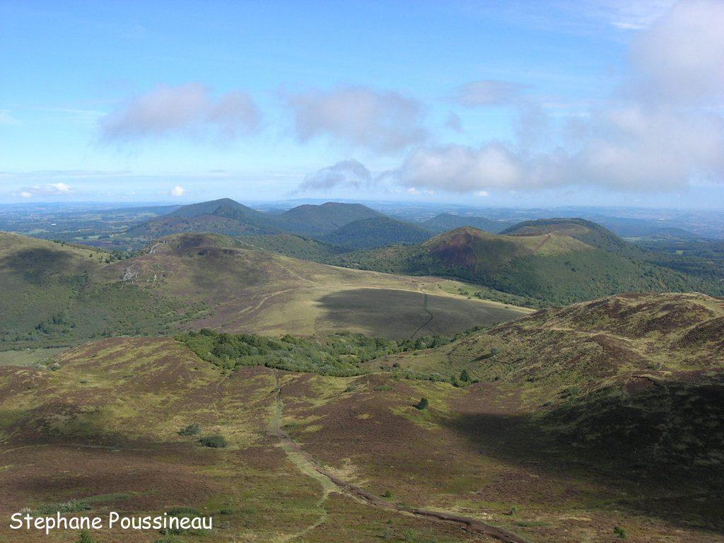 La Chaine des Puys vue depuis le sommet du Puy de Dôme en Auvergne