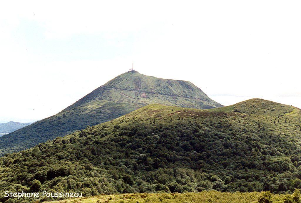 Le Puy de Dôme dans la chaine des Puys (Auvergne)