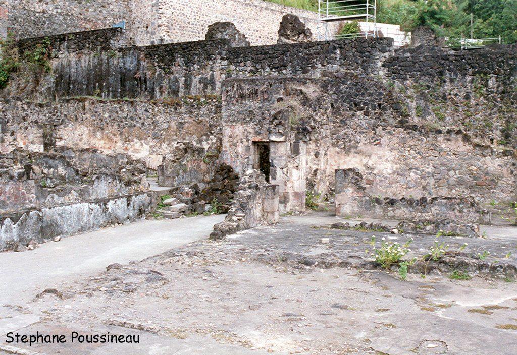 Les ruines d'une ancienne distillerie de rhum à Saint Pierre à la Martinique (Eruption de 1902 de la Montagne Pelée)