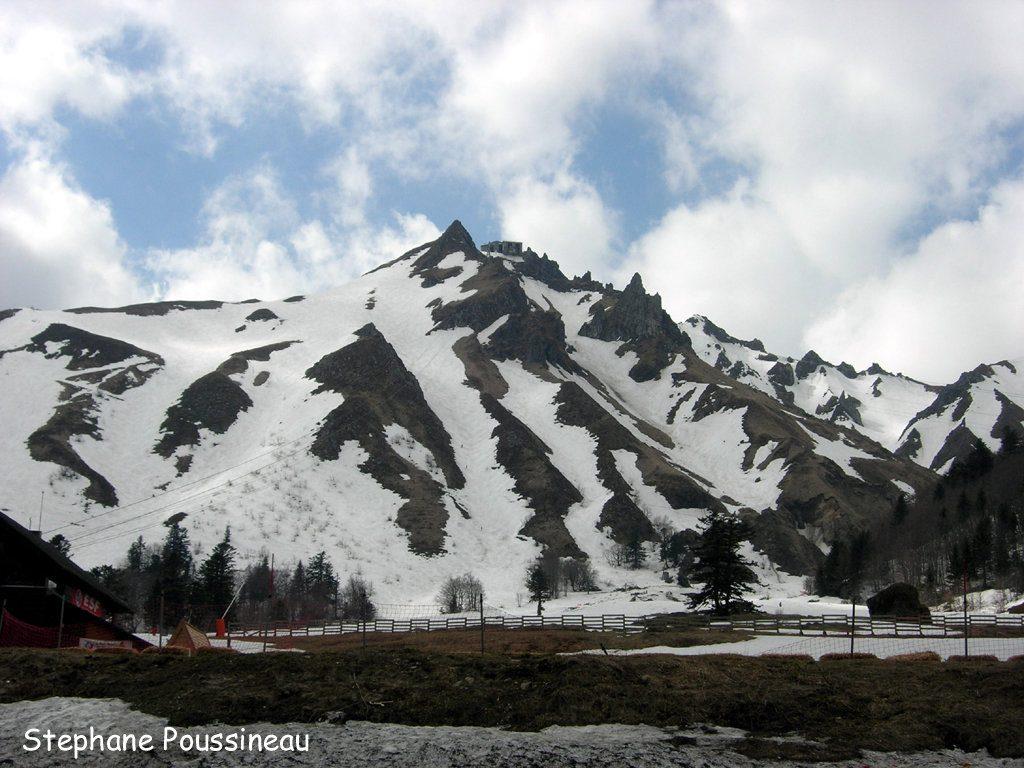 Le pied du Puy de Sancy en Auvergne (Station du Mont Dore, Massif Central Français)