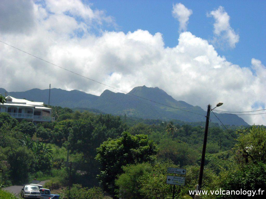 La Soufrière de Guadeloupe (Antilles françaises) - vue au loin