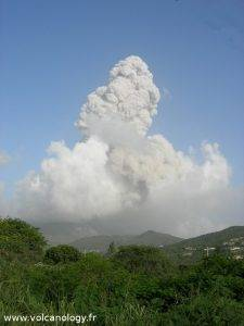 Eruption de cendre de Soufriere Hills de Montserrat