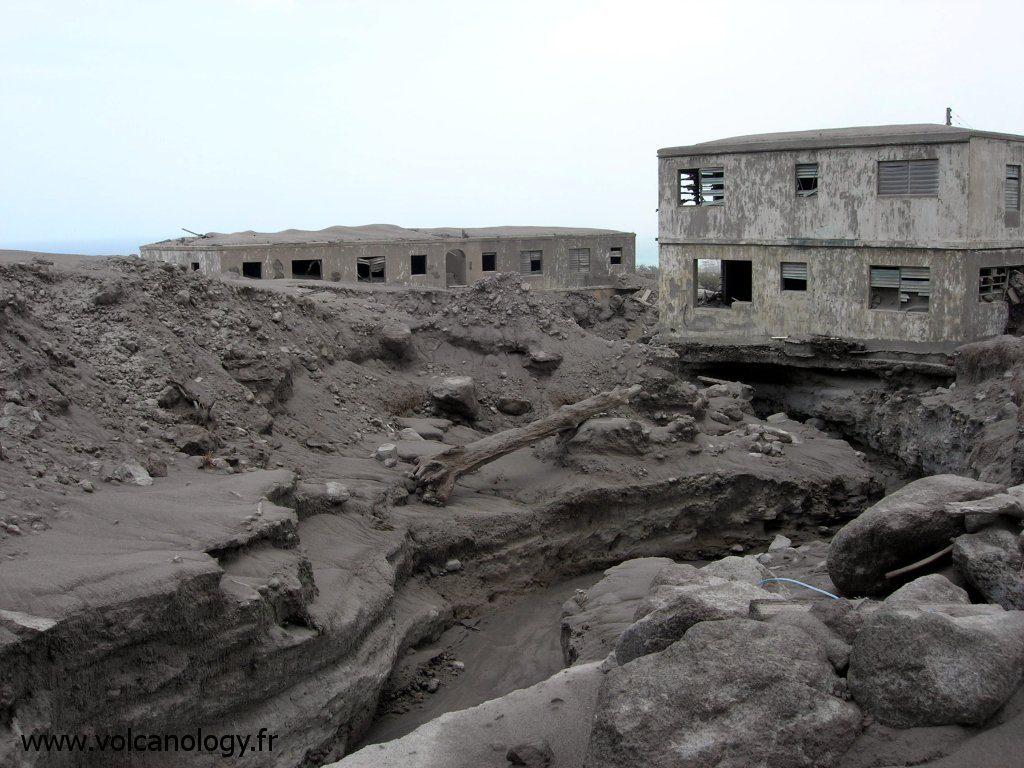 Ravinement et ruines à Plymouth à Soufrière Hills de Montserrat (Antilles anglaises)