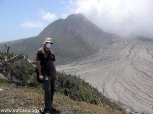 Volcanologue sur le terrain