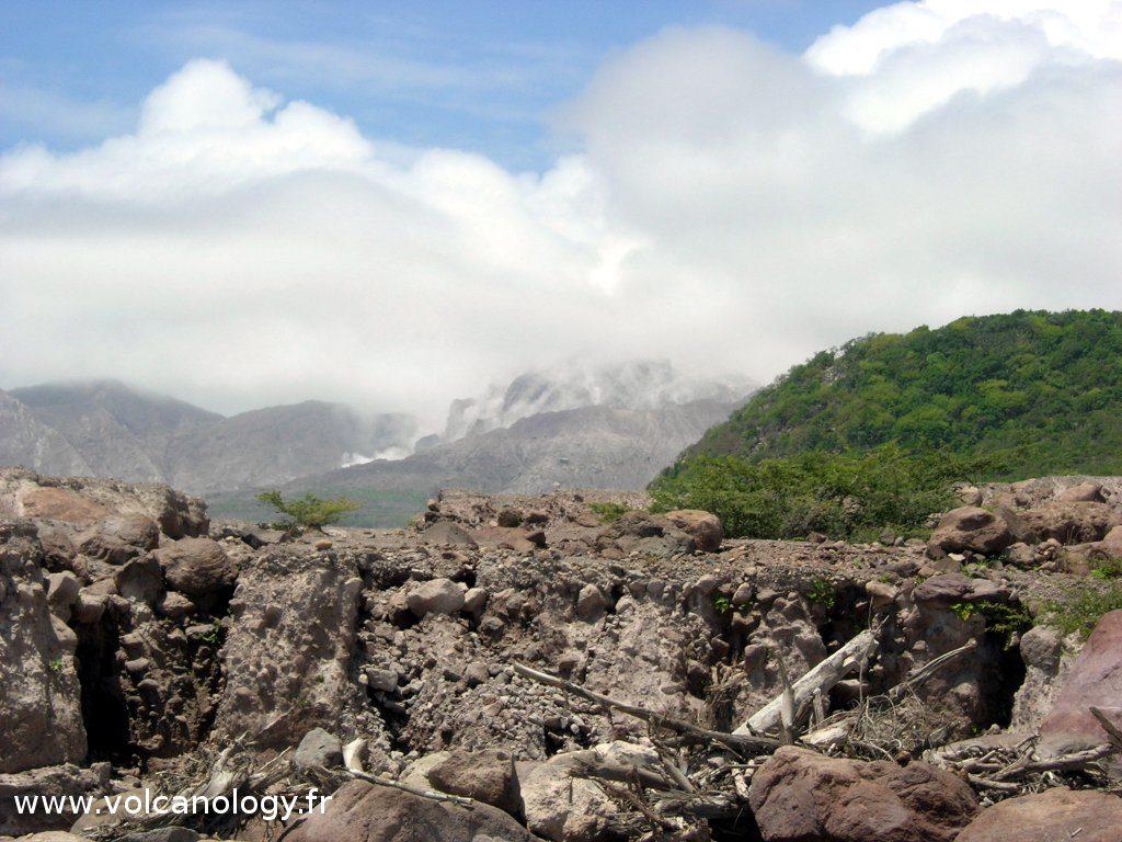 Le dôme en croissance du volcan Soufrière Hills de Montserrat (Antilles anglaises)