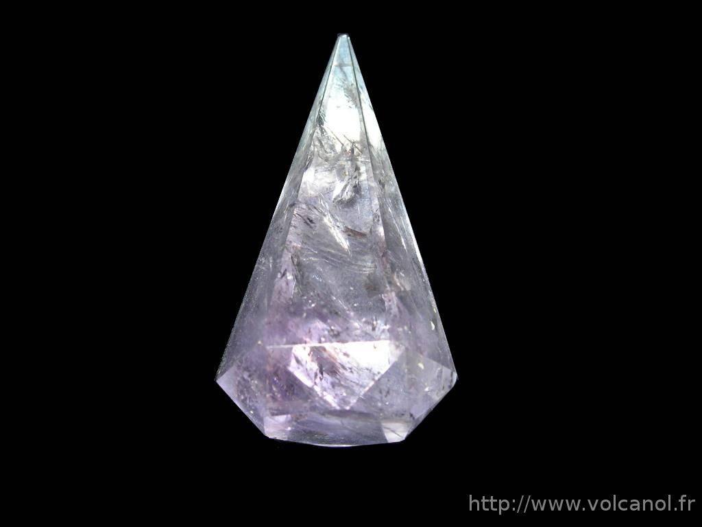 Améthyste taillée en pyramide