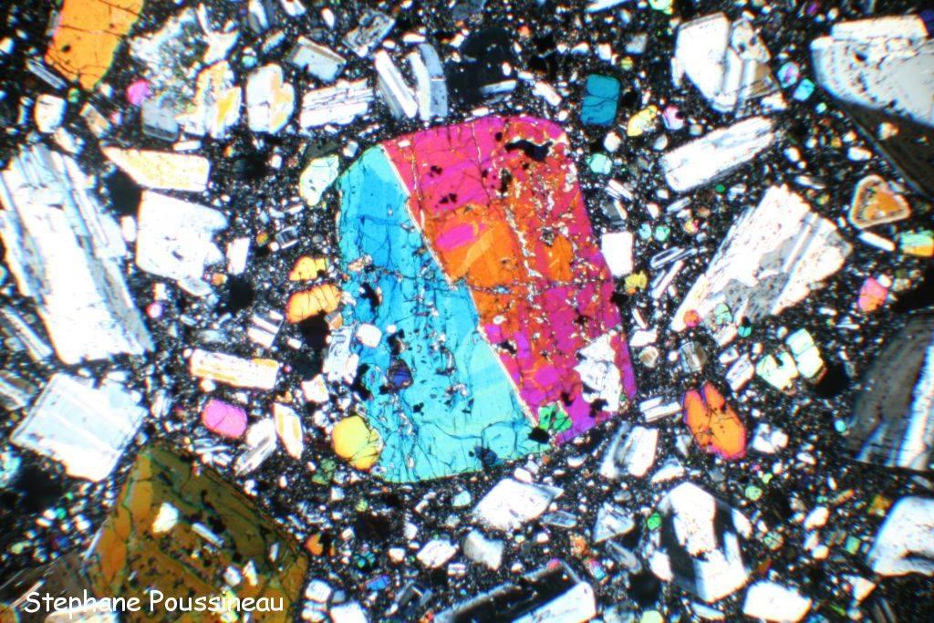 Clinopyroxène (vu au microscope polarisant)