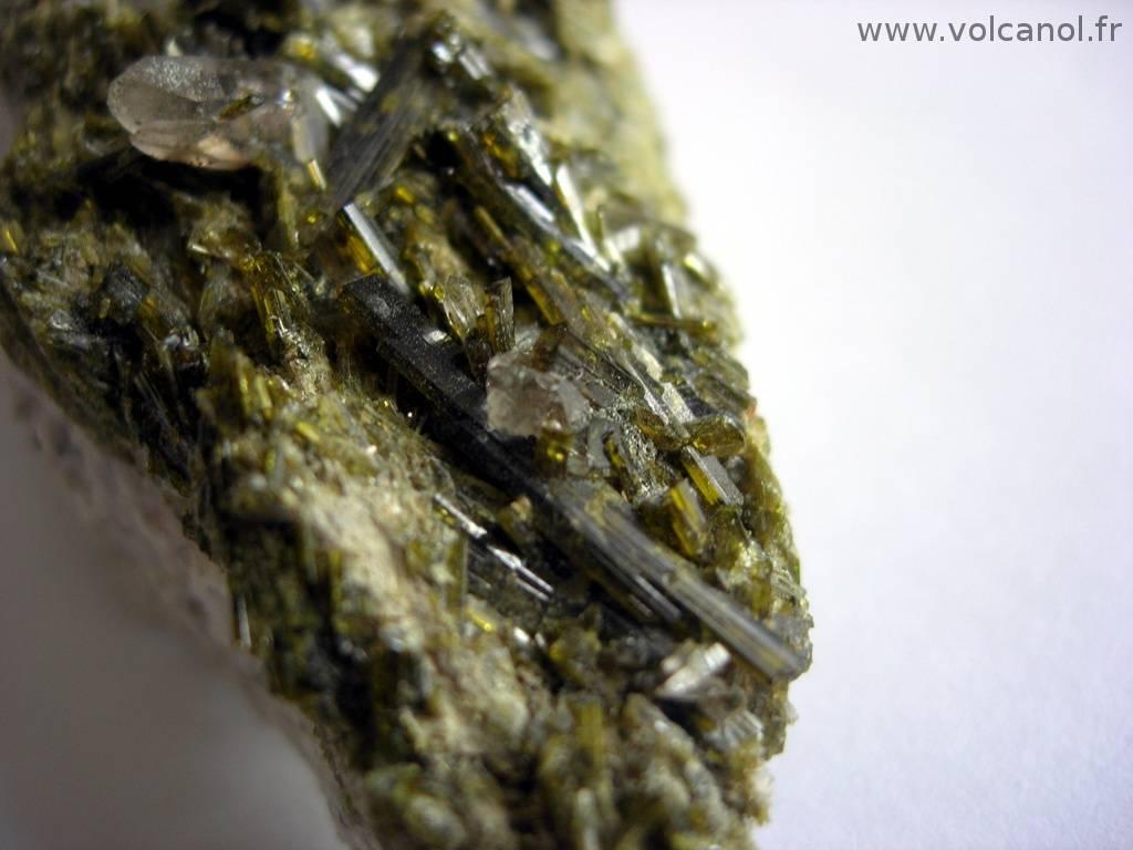 Epidote et quartz du Col du Gladon (38)