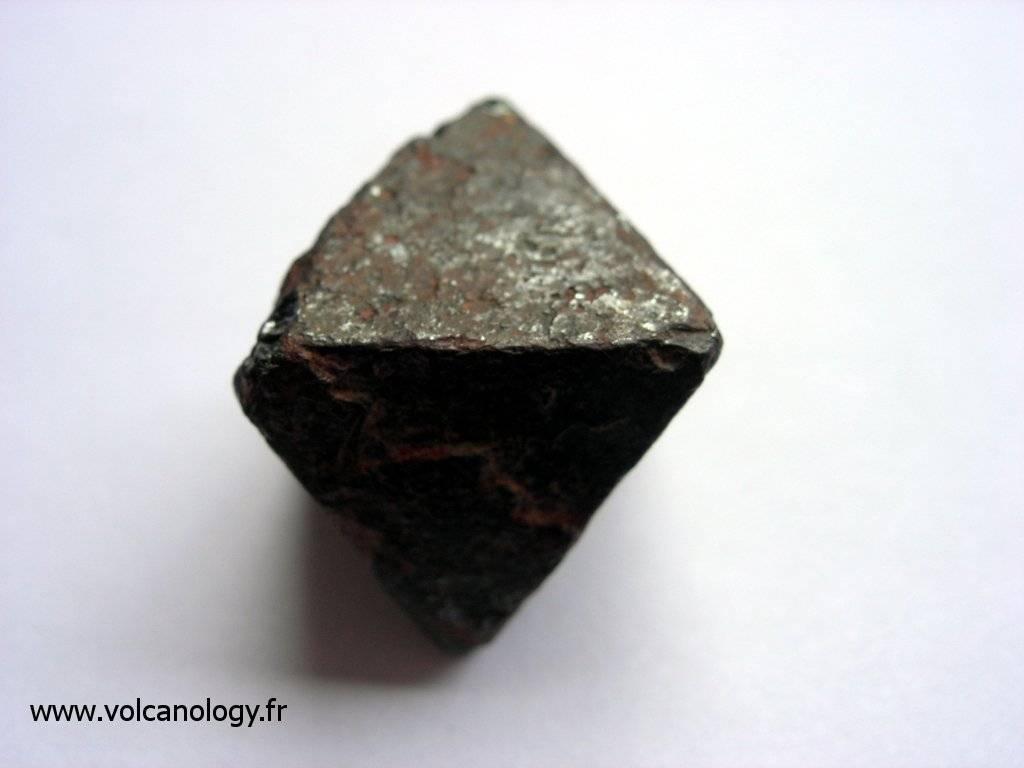 Magnétite en octaèdre (provenance inconnue)