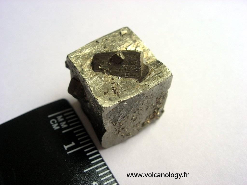 Pyrite en cubes maclée (Espagne)