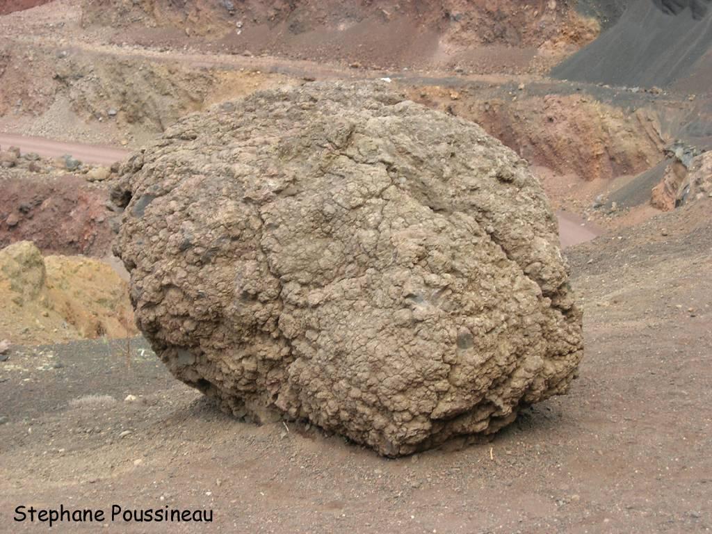 Bombes volcaniques (Puys de Lemptegy – Chaine des Puys)